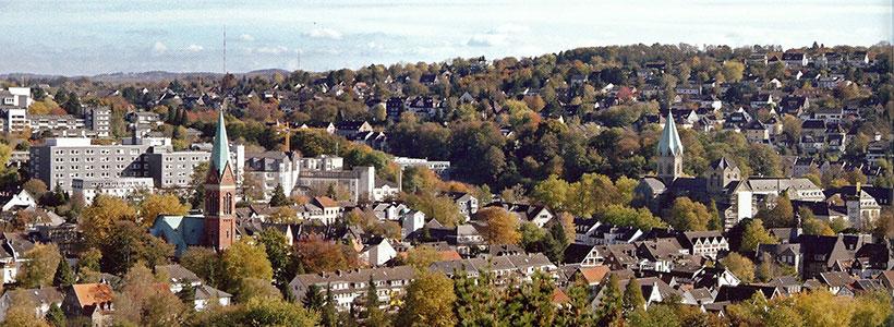 Blick auf Werden, zu sehen: Turm der Basilika (rechts) und der ev. Kirche