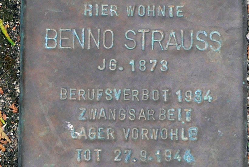 """24-6: """"Stolperstein"""" für  Benno Strauß, Alfredstraße 289"""