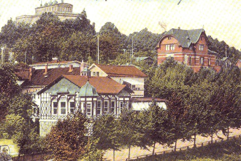 Gaststätte Hügel (links), Bahnhof Hügel (rechts) und Villa Hügel 1912