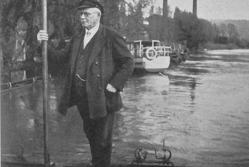 14-3: Hügelfährmann und Heimatdichter Heinrich Sehrt am Fähranleger