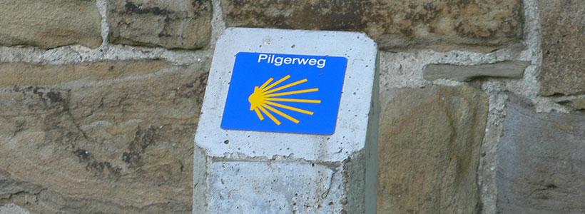 F-1: Jakobsweg-Plakette an der Kluse