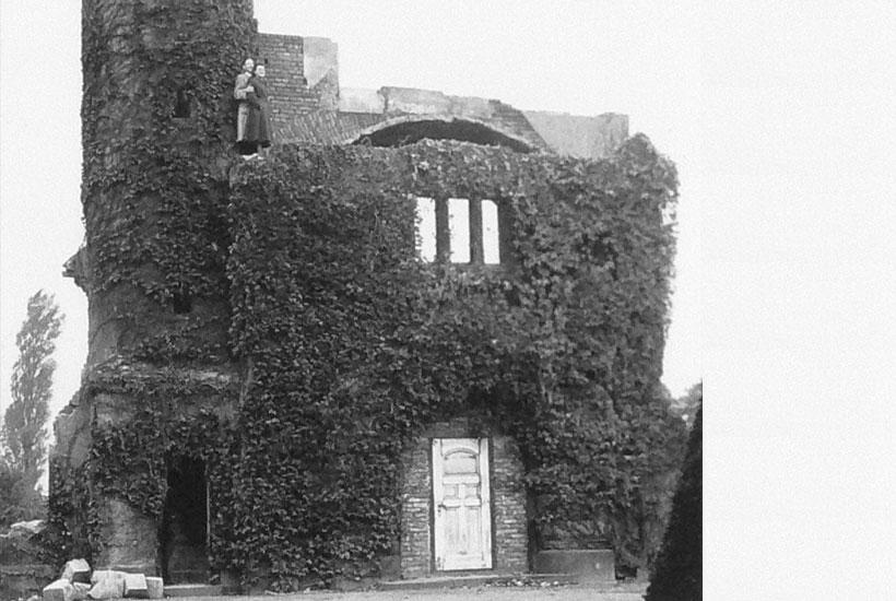 20-1: Alte Friedhofskapelle vor dem Abriss um 1950/51