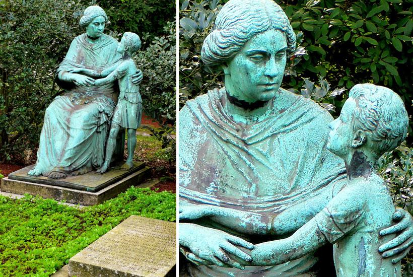 20-4: Grabmal Familie F. Albert von Waldthausen – weibliche Figur mit Knaben