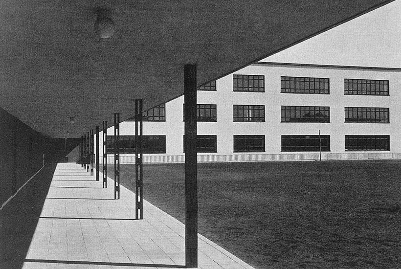 22-4: Grashof Gymnasium – Innenhof von Westen 1932