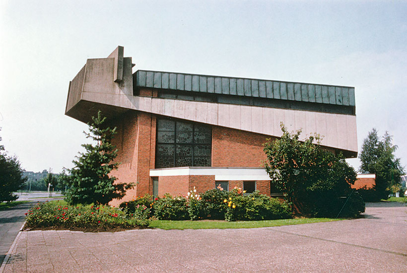 21-1: Außenansicht der Kirche Am Heierbusch 1970er-Jahre
