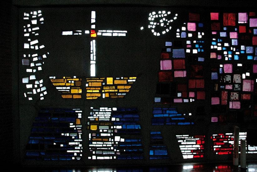 21-3: Tauffenster in der Kirche Am Heierbusch
