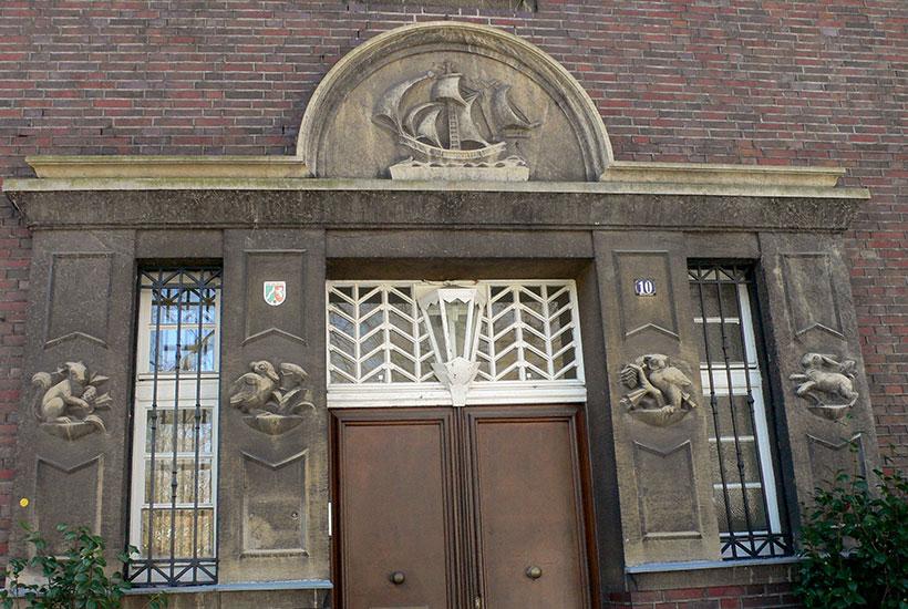 25-3: Figurenschmuck an der Villa Markuspfad 10