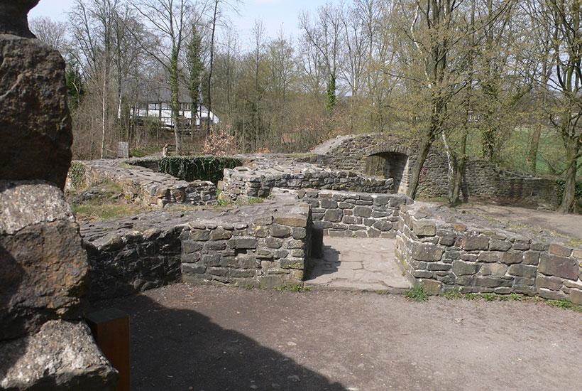 5-2: Ruine Neue Isenburg – in der Hauptburg