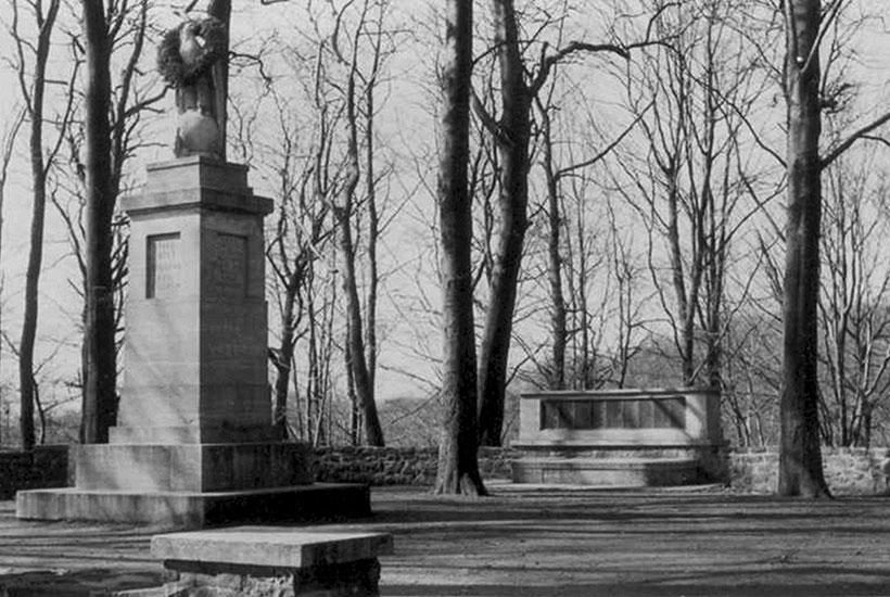 Jahrhundertdenkmal im Gemeindewald 1913