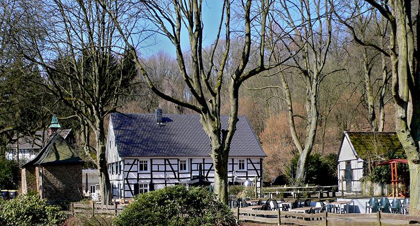 """6-3: Klusenensemble – Restaurant """"Zur Kluse"""" mit früherem Backhaus und Altenteil"""