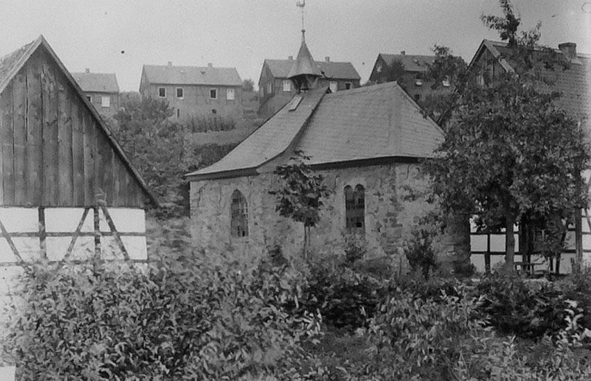 """7-1: Klusenkapelle mit Zechenhäuser Langenbrahm (""""Klein  Mexiko"""") um 1900"""