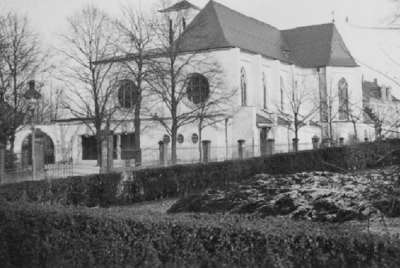 10-2: Kirche St. Markus vom Hof Kirchmann aus nach dem Ausbau 1933