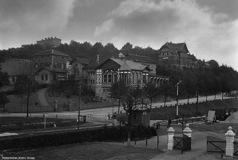 1-4: Ruhrtalbahn, Parkhaus Hügel und  Bahnhof Hügel um 1900