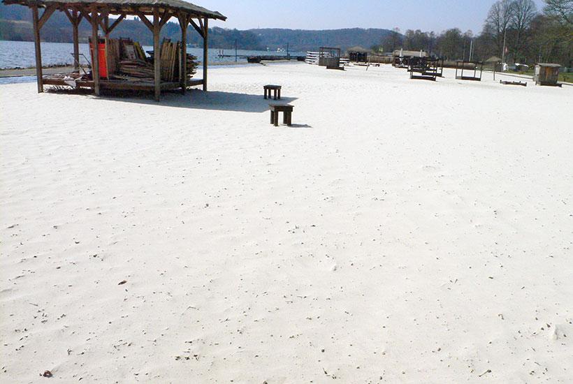 2-4: Freigelände Sea Side Beach – die mit Sand gefüllten früheren Schwimmbecken