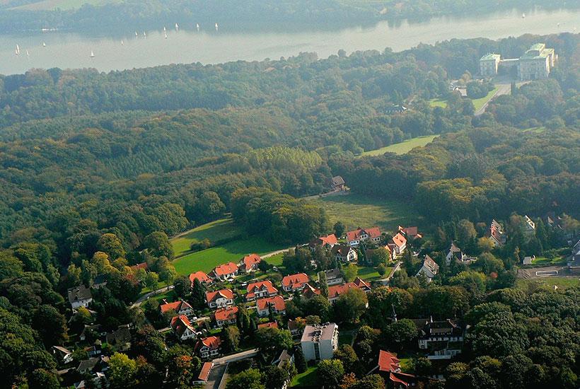 12-1: Luftaufnahme Siedlung Brandenbusch und Villa Hügel 2005