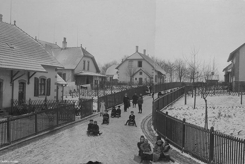 12-2: Straßenszene Siedlung Brandenbusch um 1906 (Hist. Archiv Krupp)