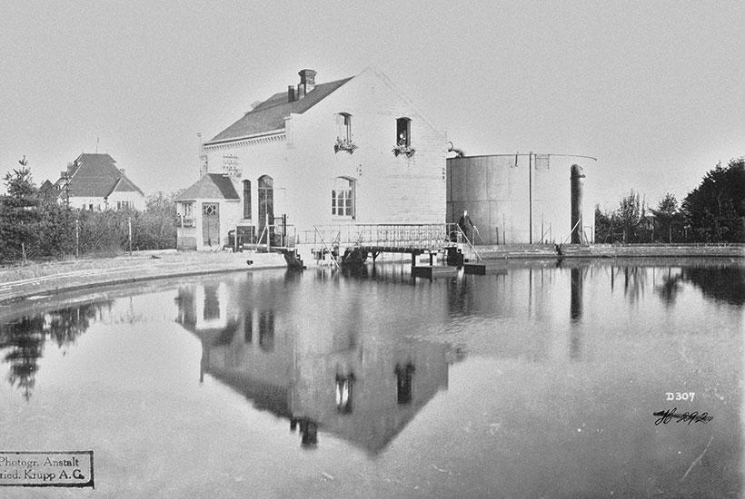 12-5: Kruppscher Wasserhochbehälter Am Tann mit Wärterhaus um 1903 (Hist. Archiv Krupp)