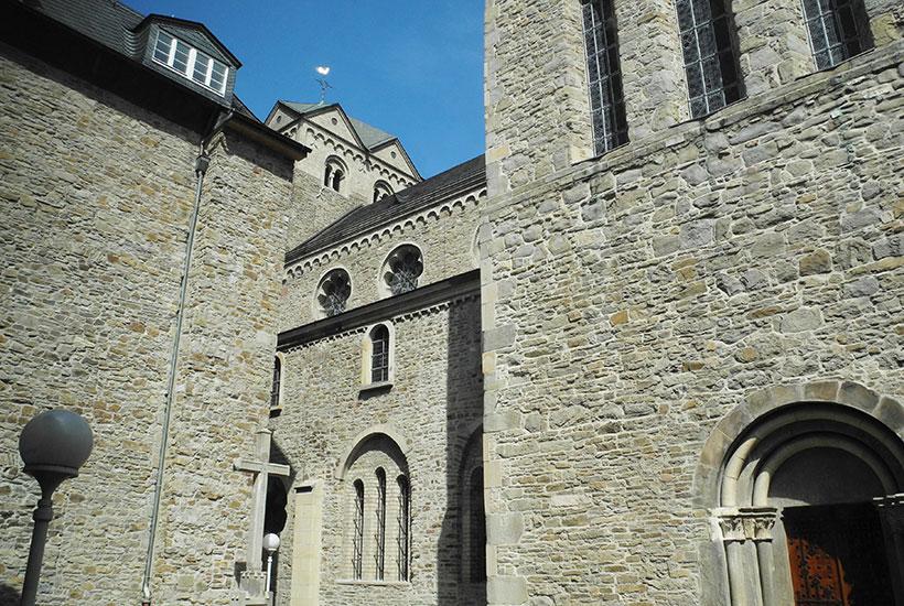 Übergang von der Abtei zur Basilika
