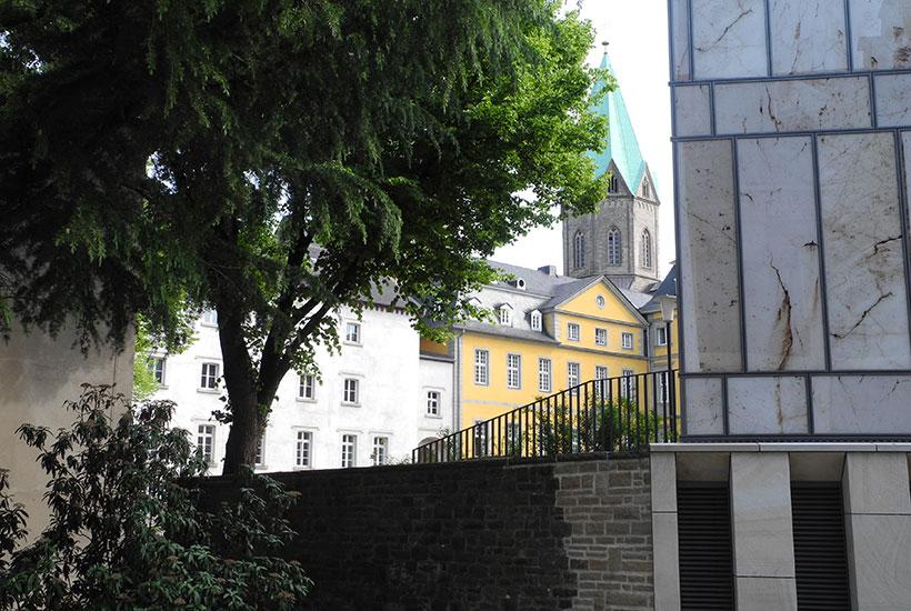 Blick zur Basilika mit neuer Folkwang Bibliothek
