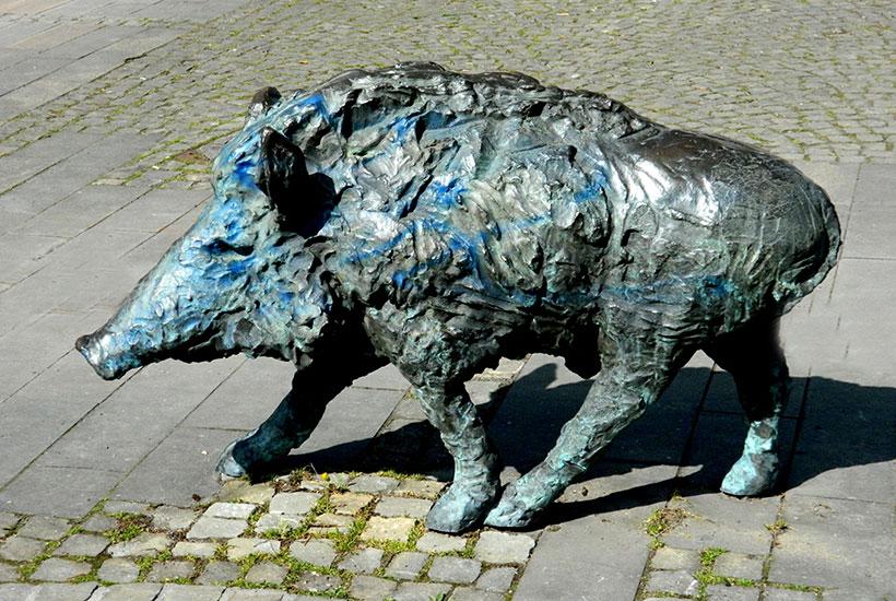 """Skulpturenpark – Der Märchenbrunnen """"Wildschwein"""""""