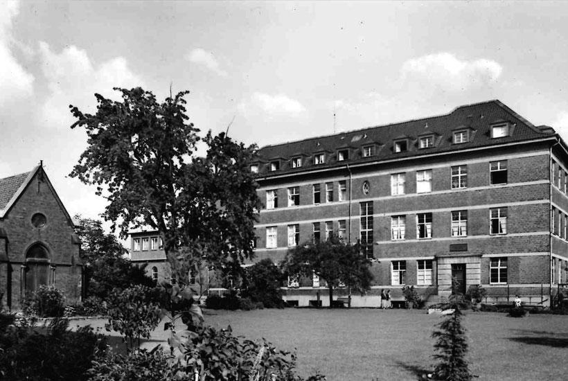 Alte Postkarte von 1953, Krankenhaus und Kapelle